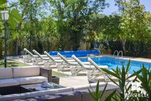 The swimming pool at or near Villa Caravela