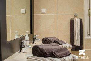 A bathroom at Villa Caravela