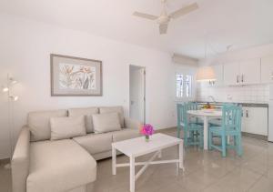 Een zitgedeelte bij Apartamentos Parque Tropical en Lanzarote