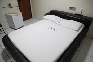 A bed or beds in a room at Hotel Piramide - Iguatemi