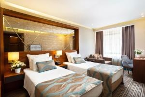 A bed or beds in a room at Artur Hotel