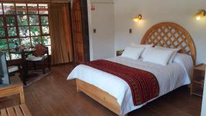 A bed or beds in a room at Iorana Urubamba