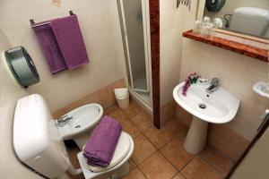A bathroom at Hotel Bergamo