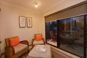 A seating area at Seascape Holidays - Hibiscus