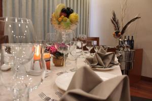 Um restaurante ou outro lugar para comer em Astoria Hotel
