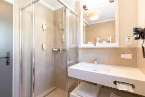 Ein Badezimmer in der Unterkunft Familienhotel Felsenhof