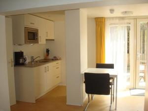 A kitchen or kitchenette at Hotel Rasch