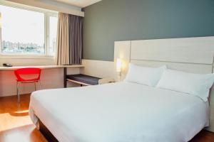 Cama ou camas em um quarto em Ibis Montevideo Rambla