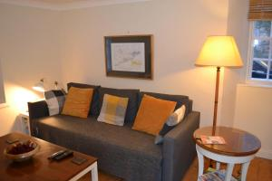 A seating area at Dreel Cottage