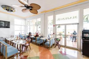 Um restaurante ou outro lugar para comer em Majestic Hotel South Beach