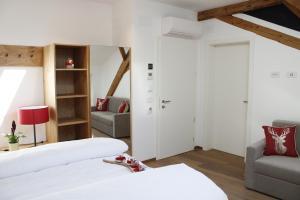Letto o letti in una camera di Gasthof Zum Hirschen Margreid
