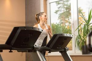 The fitness centre and/or fitness facilities at l'Arrivée Hotel & Spa