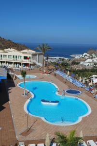 Vista de la piscina de Apartamentos Natural Park o alrededores