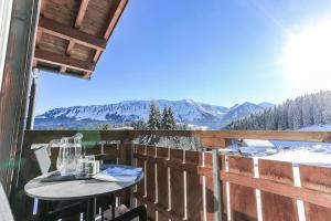 Ein Balkon oder eine Terrasse in der Unterkunft Alpengasthof Hörnlepass Kräuterhotel