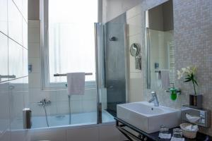 A bathroom at Carat Boutique Hotel
