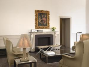 A seating area at The St. Regis Florence