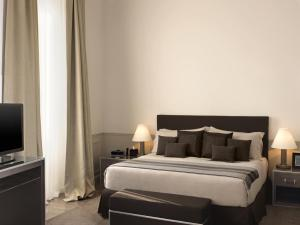 A bed or beds in a room at The St. Regis Florence