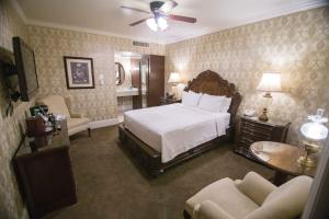A bed or beds in a room at General Palmer Hotel