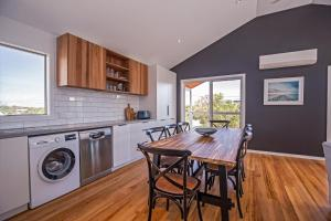 A kitchen or kitchenette at Island Getaway Cape Woolamai