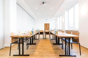 Ein Restaurant oder anderes Speiselokal in der Unterkunft RiKu HOTEL Neu-Ulm