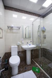 Um banheiro em Leyla Apartments 6 At Fountain Square