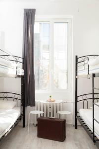 Een stapelbed of stapelbedden in een kamer bij H2O Hostel