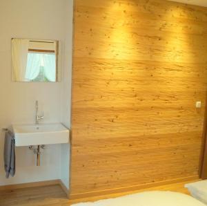 Ein Badezimmer in der Unterkunft Gästehaus Greiter