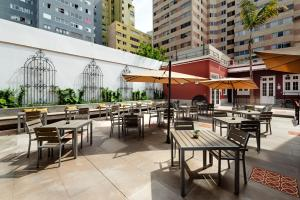 A restaurant or other place to eat at Mercure Ariosto Miraflores