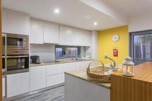 A kitchen or kitchenette at Feel Discovery Douro LAS House