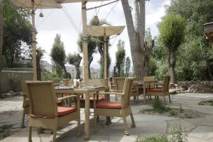 A restaurant or other place to eat at Ladakh Sarai Resort