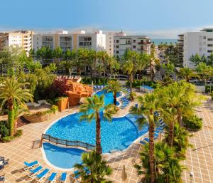 A view of the pool at H10 Salou Princess or nearby