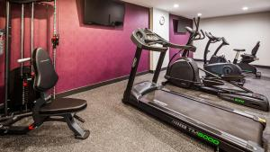 The fitness centre and/or fitness facilities at Best Western Plus Stadium Inn