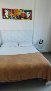 A bed or beds in a room at aconchego no centro da cidade