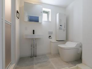 A bathroom at AOCA KAMINOGE 302