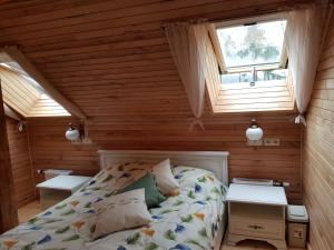 A bed or beds in a room at Guest House Ziedkalni