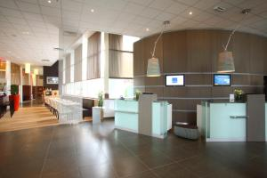 The lobby or reception area at Novotel Brugge Centrum