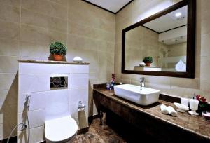 A bathroom at Ascott Tahlia Jeddah