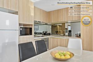 A kitchen or kitchenette at Breathtaking Darling Harbour view and Luxurious