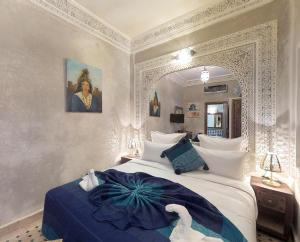 A bed or beds in a room at Riad Abaka by ghali annexe