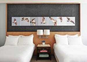 A bed or beds in a room at 21c Museum Hotel Louisville