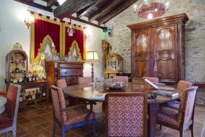 A restaurant or other place to eat at Hotel Palacio de la Peña Cantabria