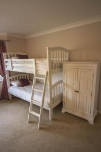 A bunk bed or bunk beds in a room at Springfield Lodge Bed and Breakfast