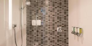 Ein Badezimmer in der Unterkunft Hampton By Hilton Munich City Center