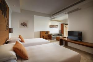 A bed or beds in a room at Mangrove Tree Resort World Sanya Bay-Kapok