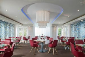 A restaurant or other place to eat at Mintrops Land Hotel Burgaltendorf