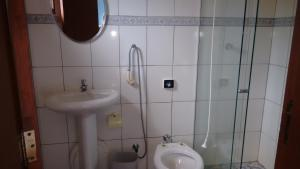 A bathroom at Rancho do Toninho