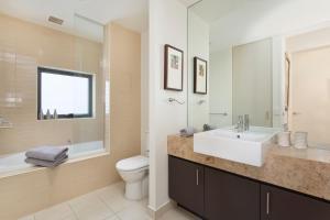 A bathroom at Troon 36 Moonah Links