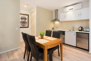 A kitchen or kitchenette at Troon 36 Moonah Links