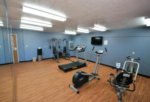 The fitness center and/or fitness facilities at Desert Inn