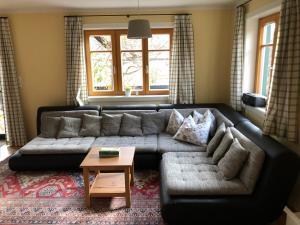 Ein Sitzbereich in der Unterkunft Villa Loserblick